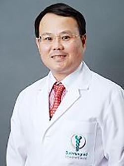 泰国试管婴儿专家Dr. Wiwat Quangkananurug